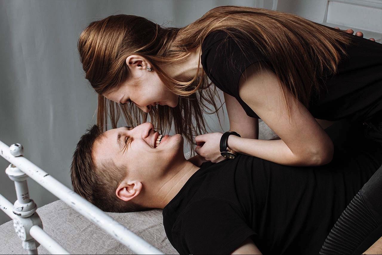 moramore I Sexanleitungen I Pärchen auf Bett